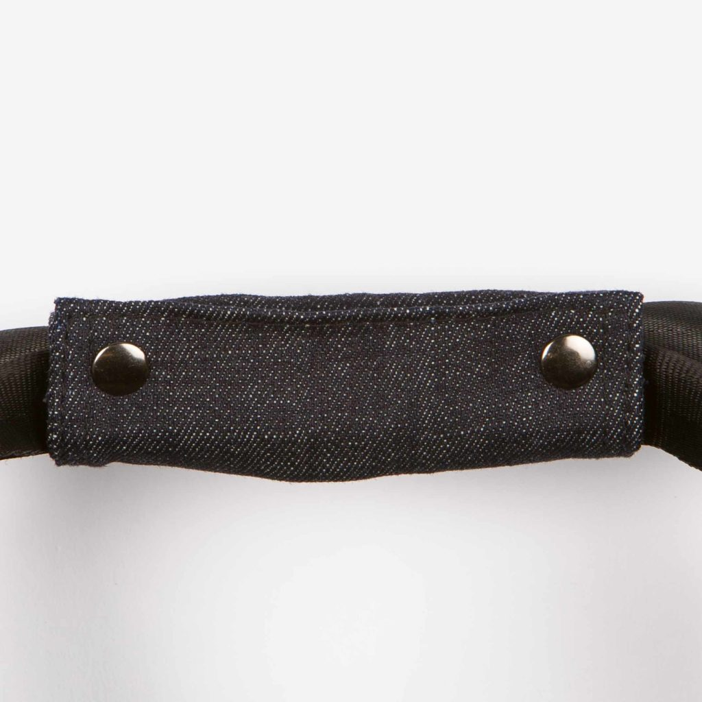 Detail view of the top carrying handle of the black Weekend Bag