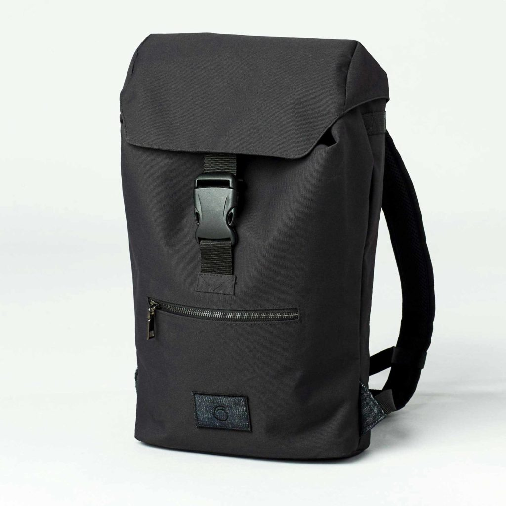 Front view of the black backpack Askø