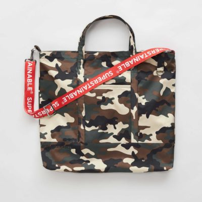 Front view of the Camo Gudhjem bag with strap