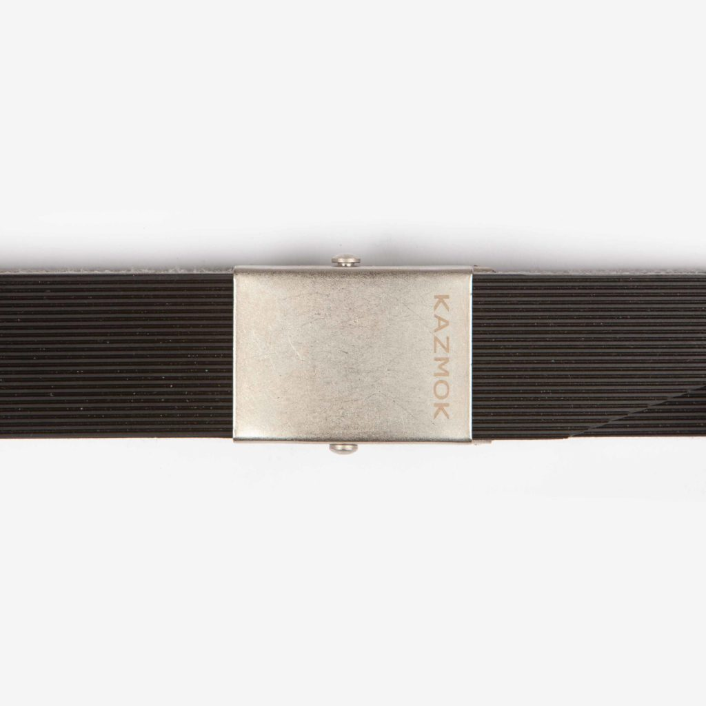 Detail view of the buckle of the Kazmok Belt Black Rip closed