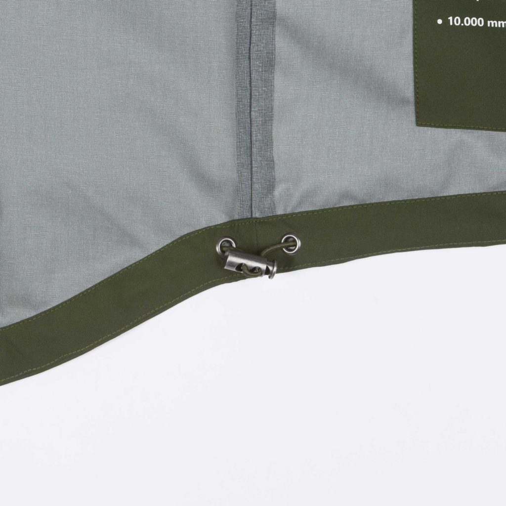 Detail view of the inner bottom tightener of the green Glombak jacket with hood