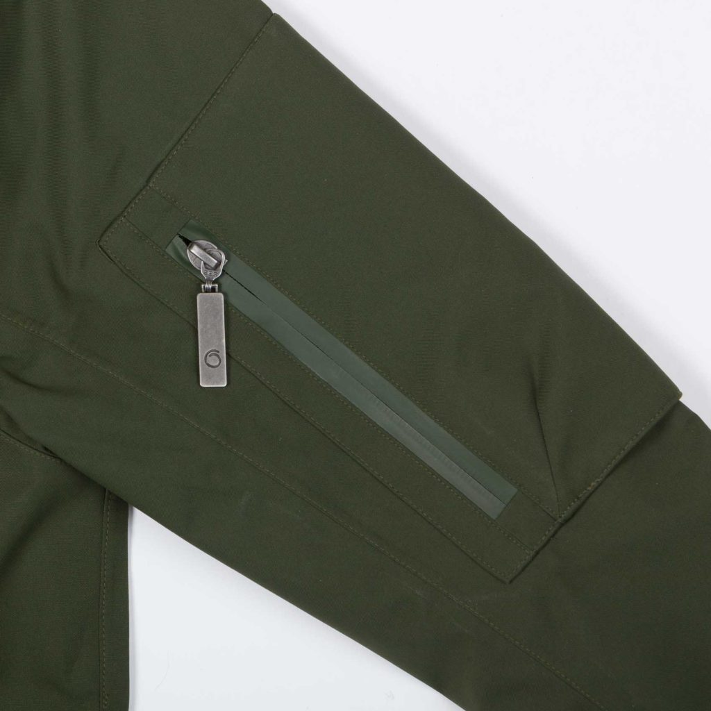 Detail view of the arm pocket of the green Glombak jacket with hood